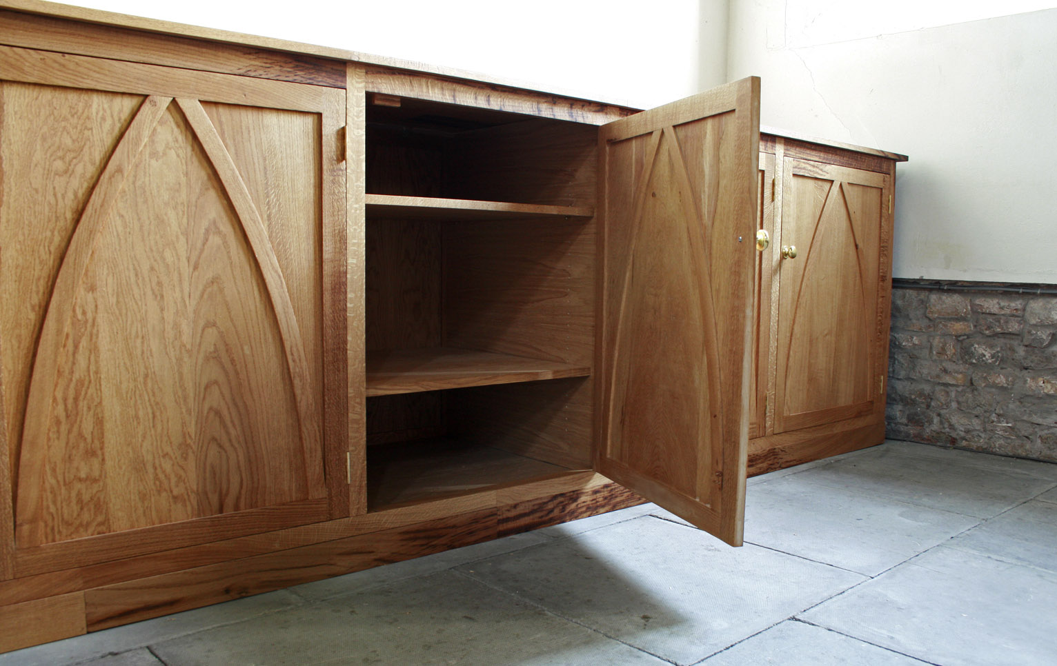 Fitted oak cabinet maker bristol, built in wardrobe bristol